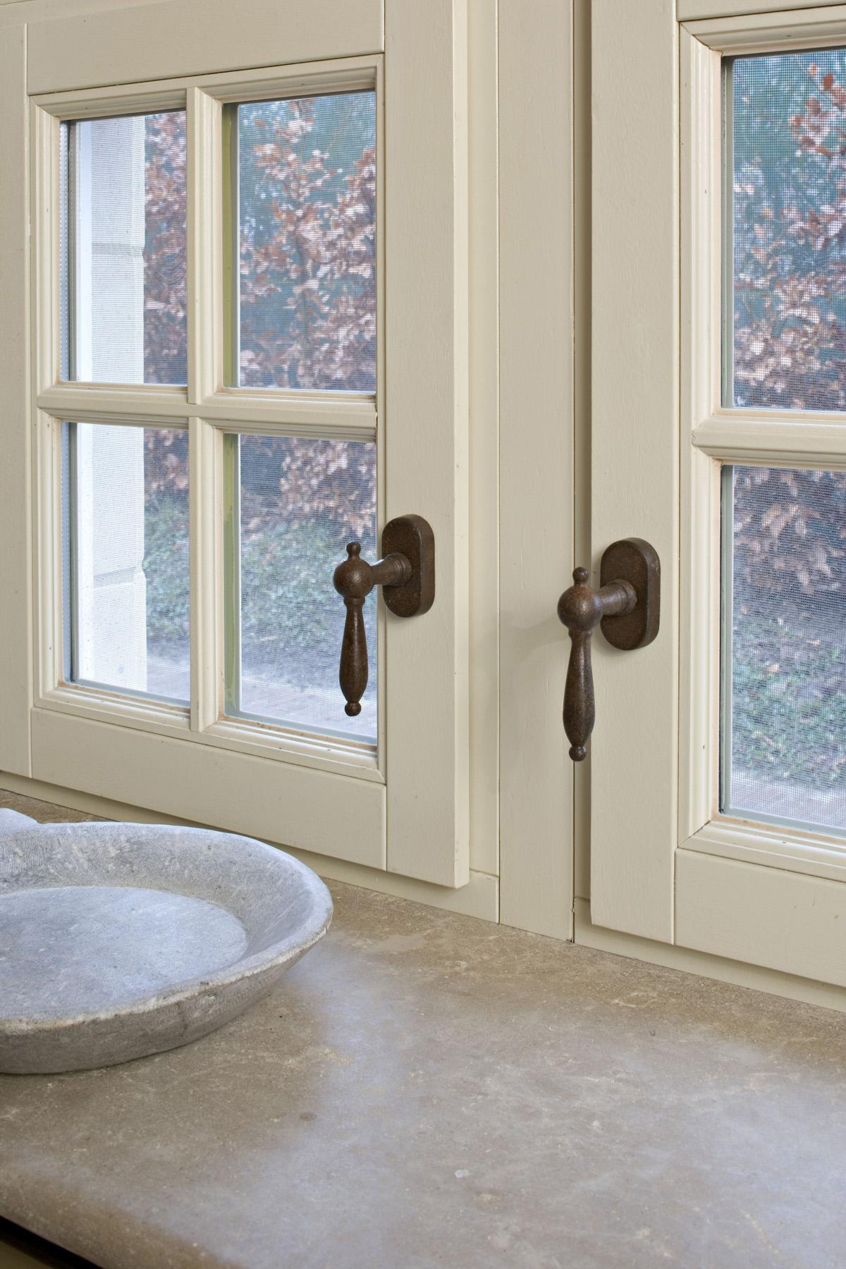 Kies je voor retro of eerder design deurklinken voor je for Klinken voor binnendeuren