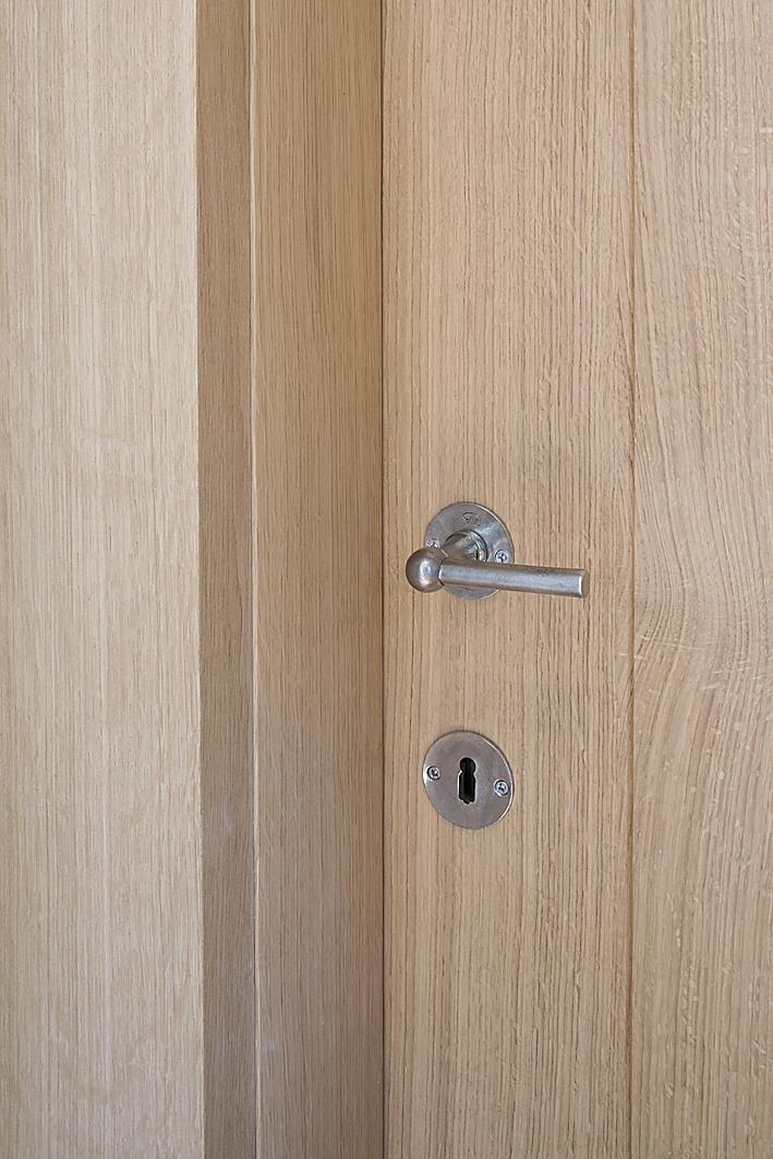 les clenches de porte id ales pour des portes int rieures en bois massif dauby. Black Bedroom Furniture Sets. Home Design Ideas