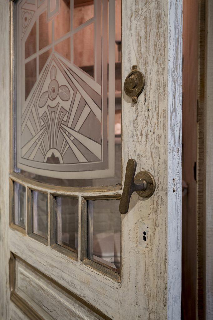 des poign es de meubles anciens pour un int rieur authentique dauby. Black Bedroom Furniture Sets. Home Design Ideas