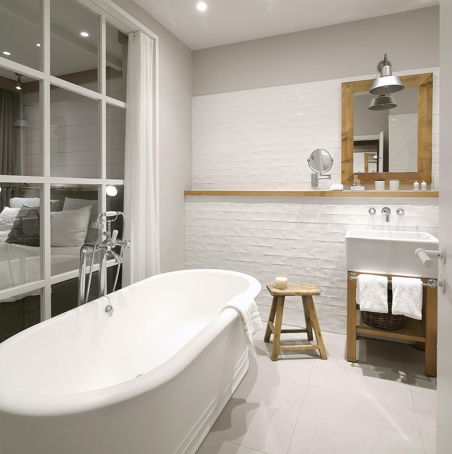 Industrieel design - badkamer met handdoekbar van Dauby