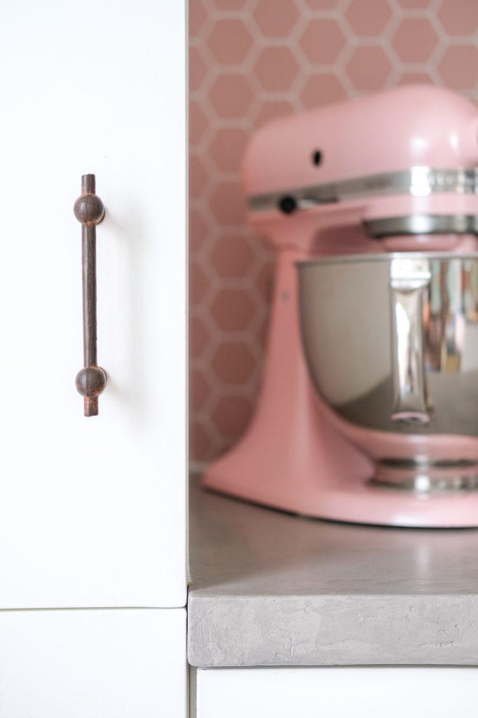 Mirjam Hart - meubelbeslag in Ruw Brons voor haar nieuwe keuken